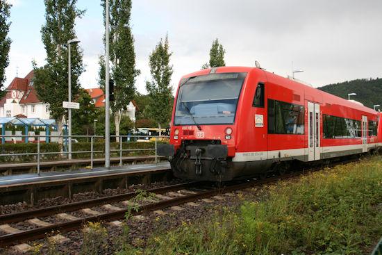 Zug der Bodenseegürtelbahn in Bodman-Ludwigshafen