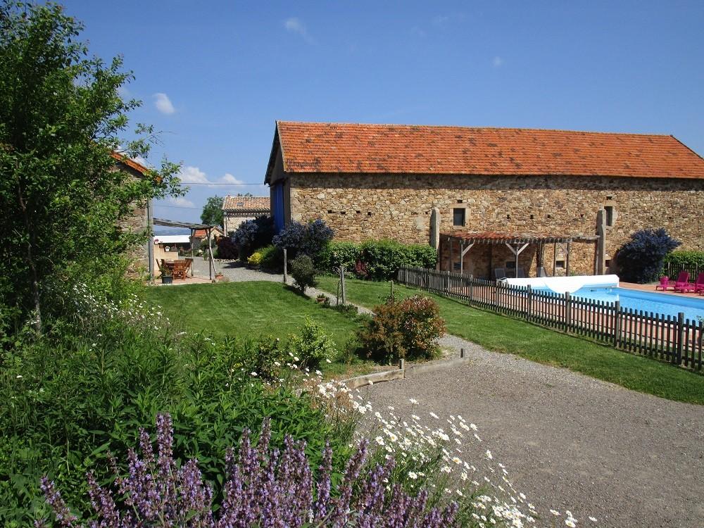vue vers la piscine depuis le jardin, Gîtes et chambre d'Hôtes Peyrecout Tarn Cordes Albi