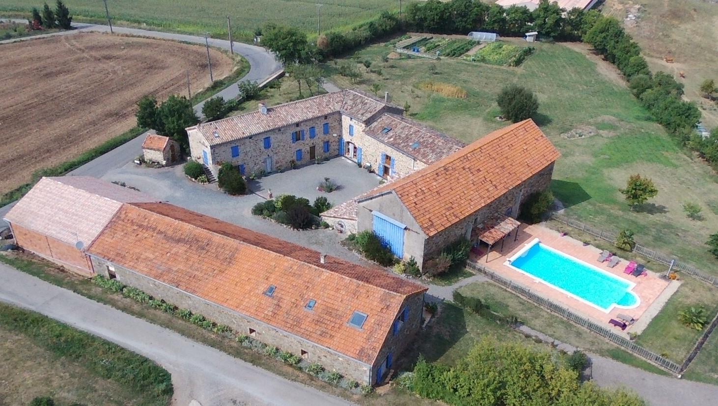 vue aérienne Gîtes et chambres d'hôtes Peyrecout, Tarn