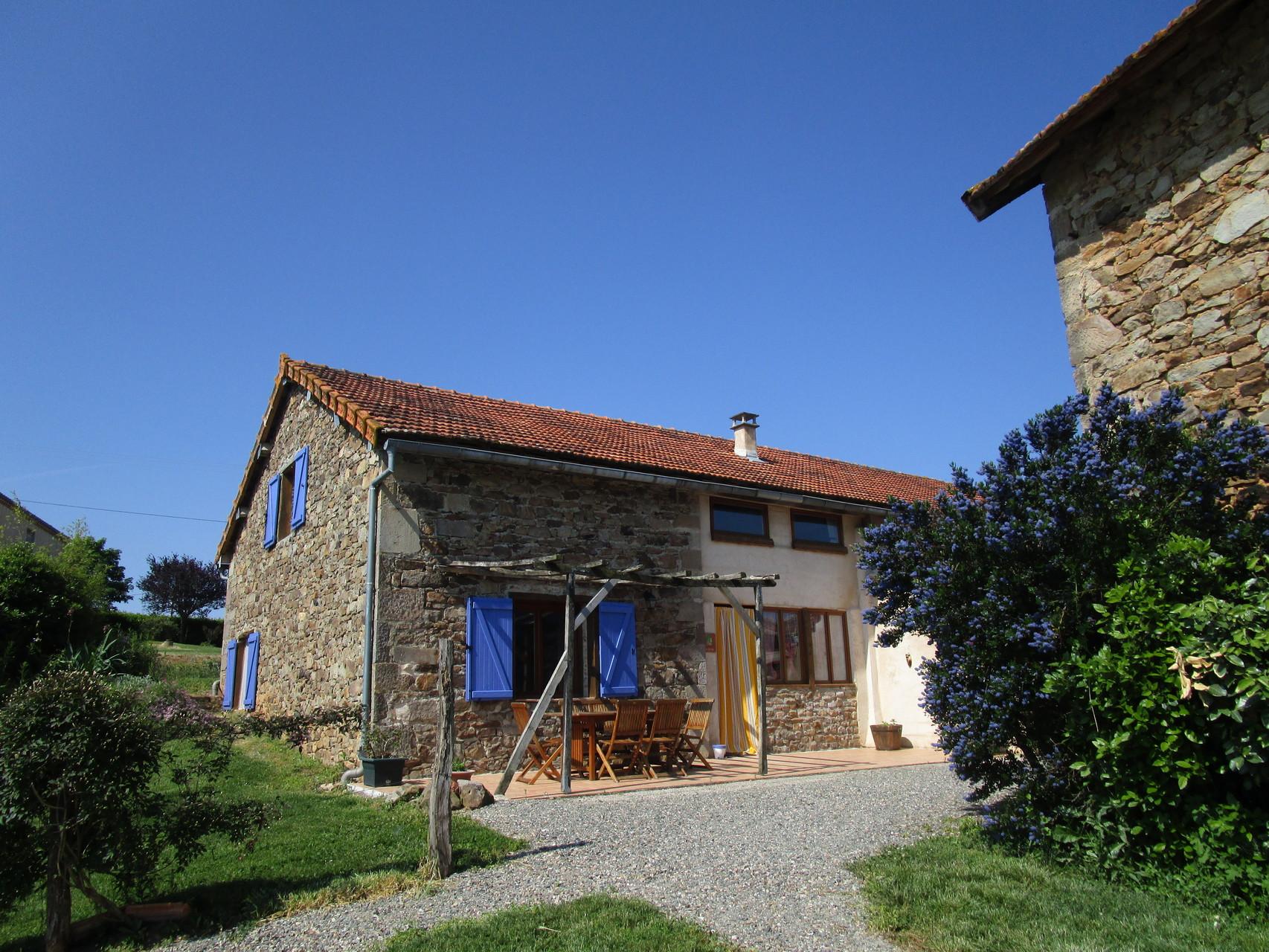 façade gîte vue depuis la piscine, Gîtes et chambre d'Hôtes Peyrecout Tarn Cordes Albi