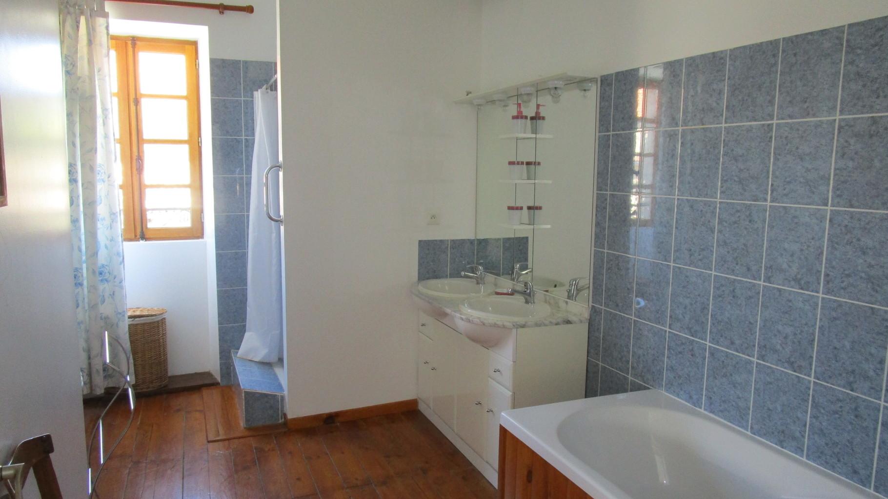 salle de bains, Gîtes et chambre d'Hôtes Peyrecout Tarn Cordes Albi