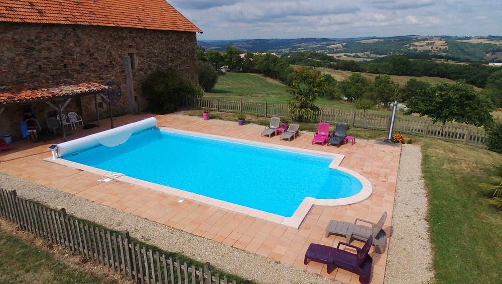 Piscine en été, gîtes et chambres d'hôtes Peyrecout, Tarn, Albi, Cordes sur Ciel