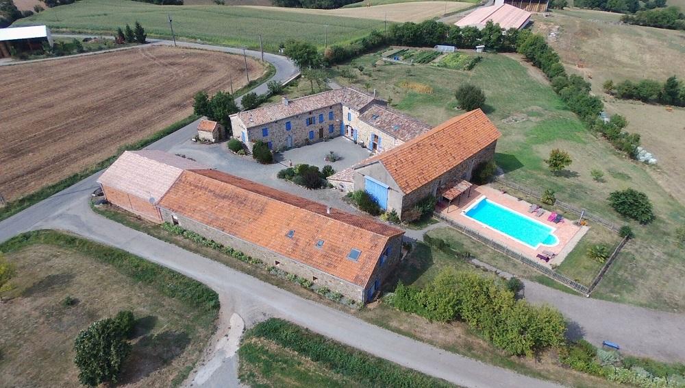 vue aérienne gîtes et chambres d'hôtes Peyrecout Albi Tarn