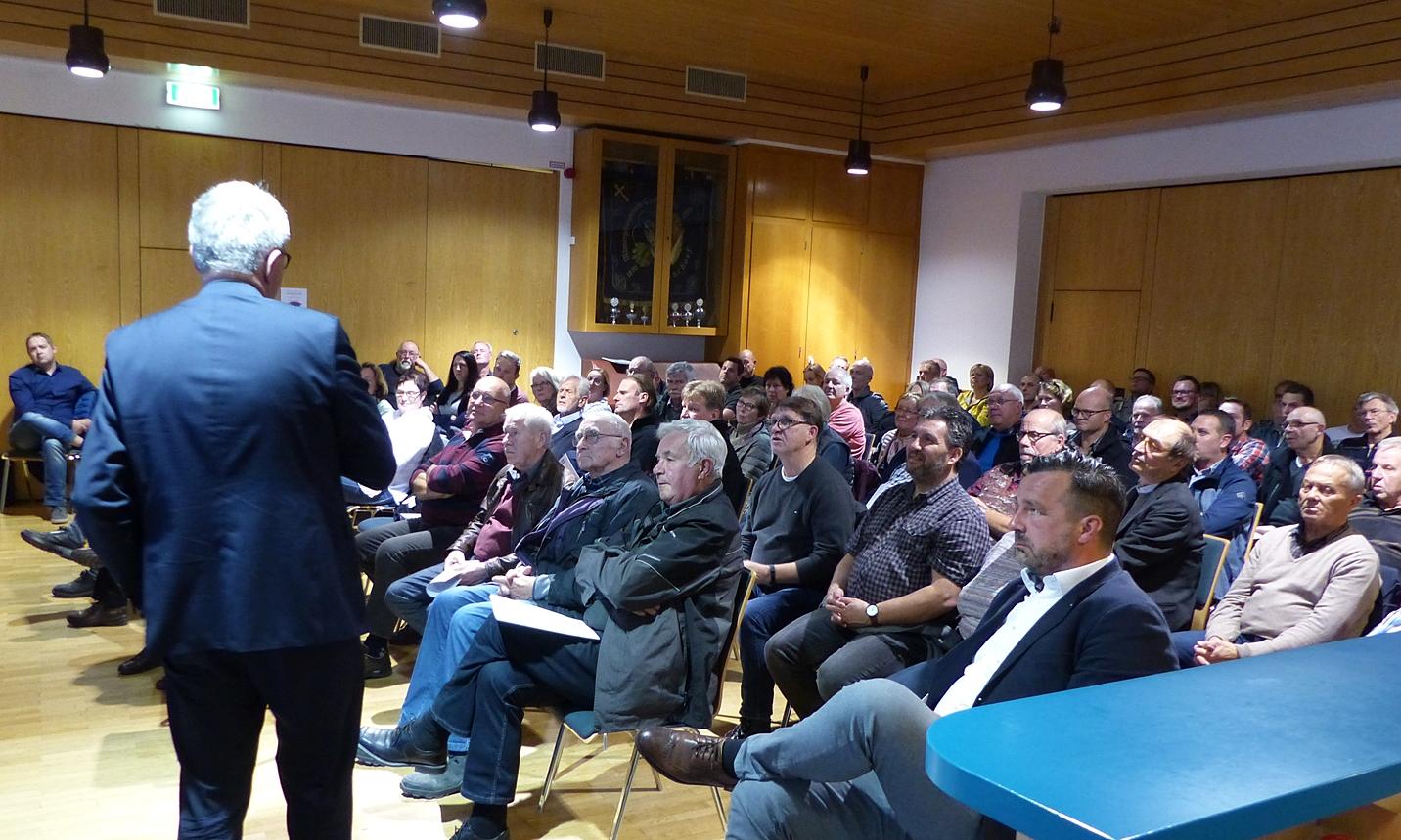 Gut besuchte Sitzung: Finanzierung der Straßensanierung