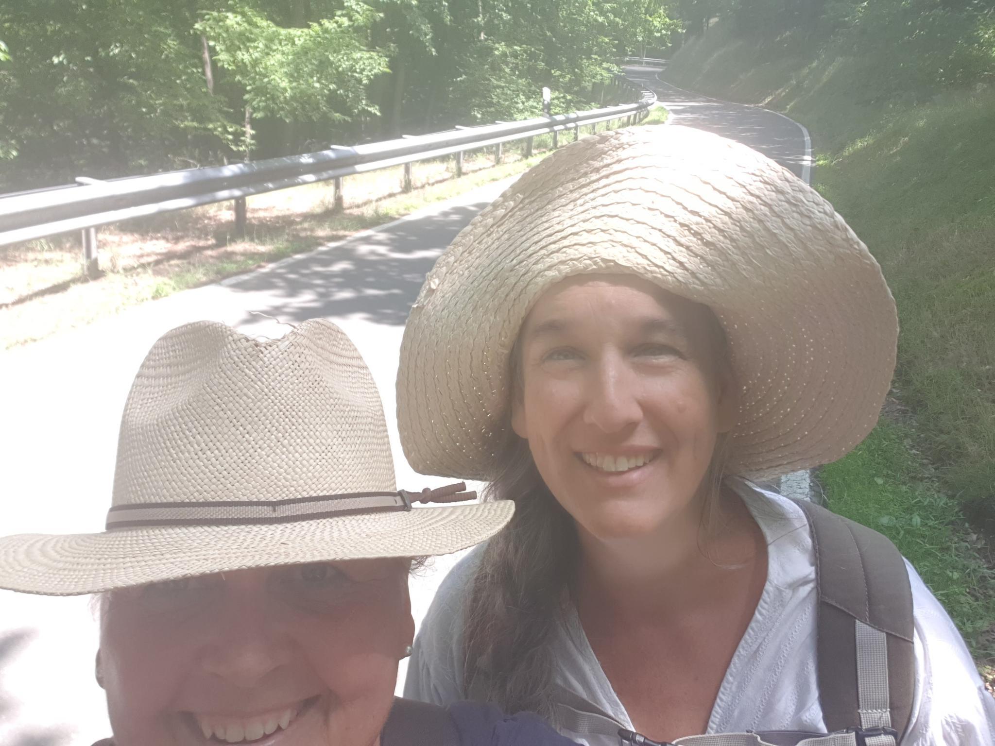 """Anbei ein paar Impressionen unserer heutigen Wanderung zum """"Weltende"""".  Herzliche Grüße Monika & Esther 03. Juli 2021 18:43"""
