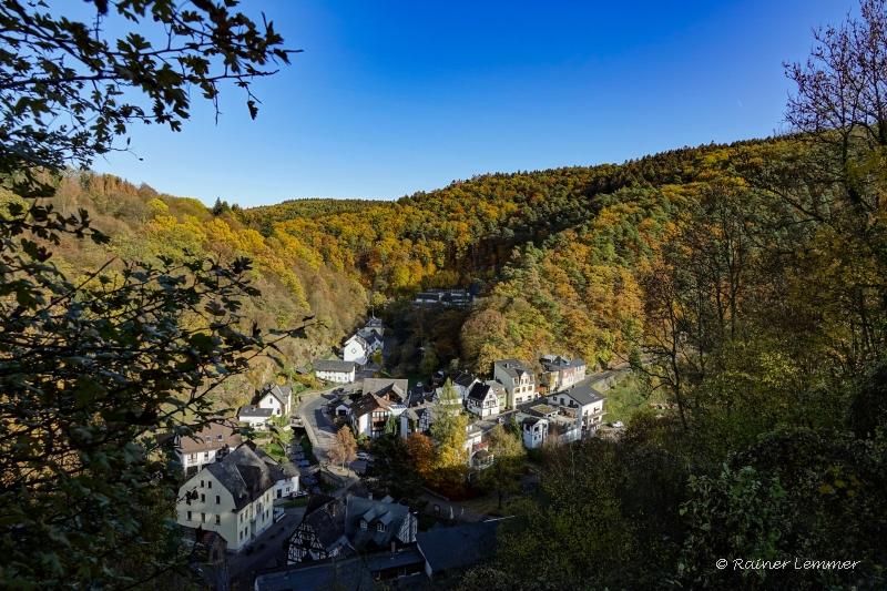 Blick von Burg Grenzau auf Grenzau