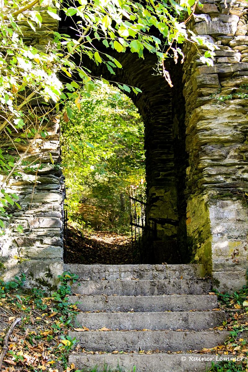 Ausfalltor der Schlossruine Isenburg