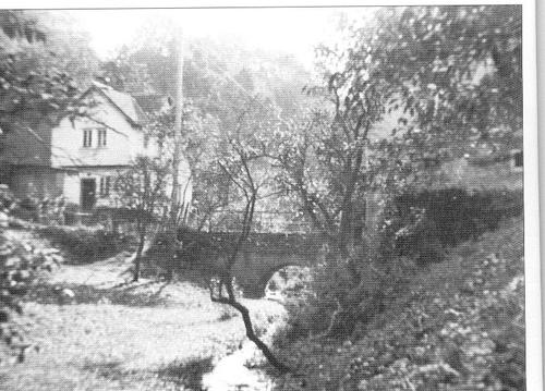 Die Steinbrücke zum Almenweg ca. 1930.