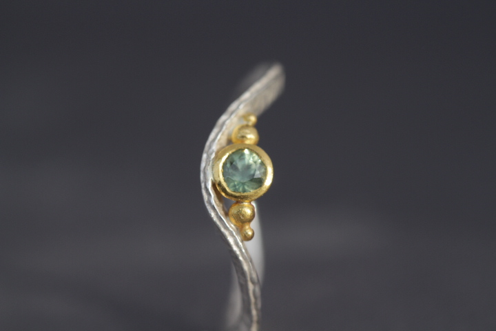 hellgrüner Safir, 900er Waschgold, 935er Silber