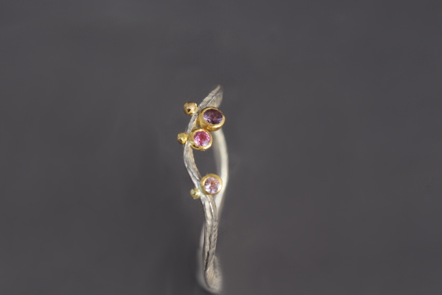 rosafarbene und violette Safire, 900er Waschgold, 935er Silber