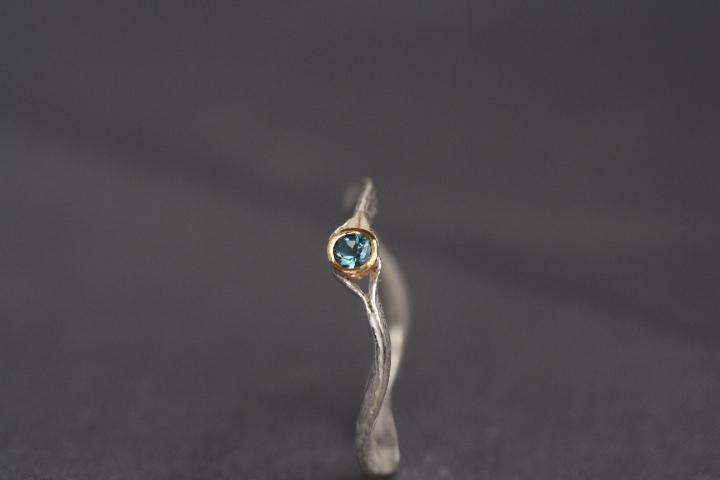 intensivblauer Aquamarin, 900er Waschgold, 935er Silber