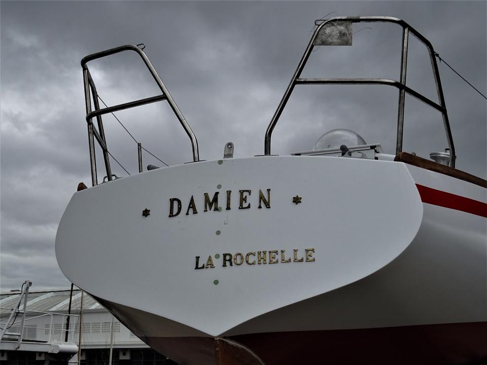 Damien au Musée avec ses nouvelles lettres
