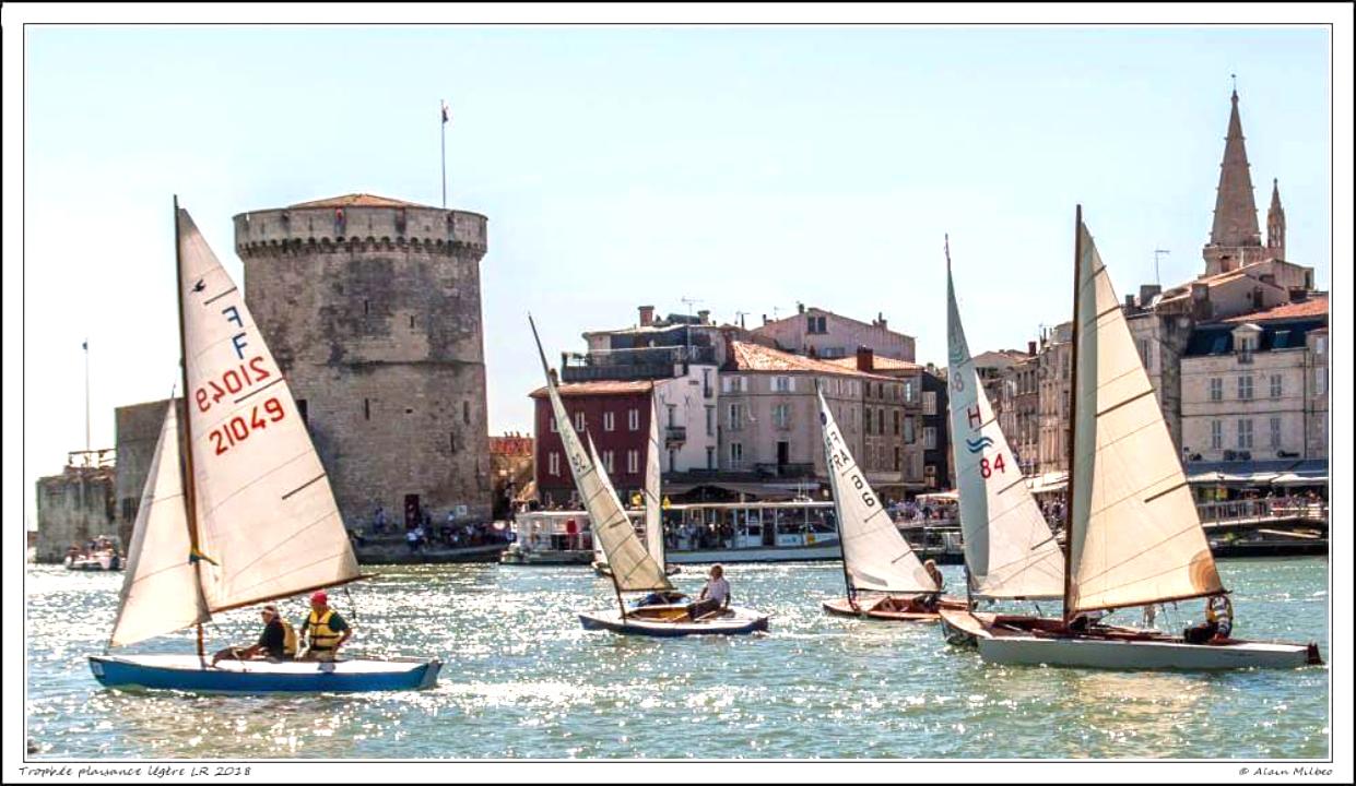Un beau plateau de dériveurs vintage dans le Vieux Port de La Rochelle