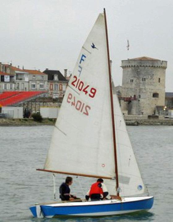 Snipe devant une tour du Port de La Rochelle