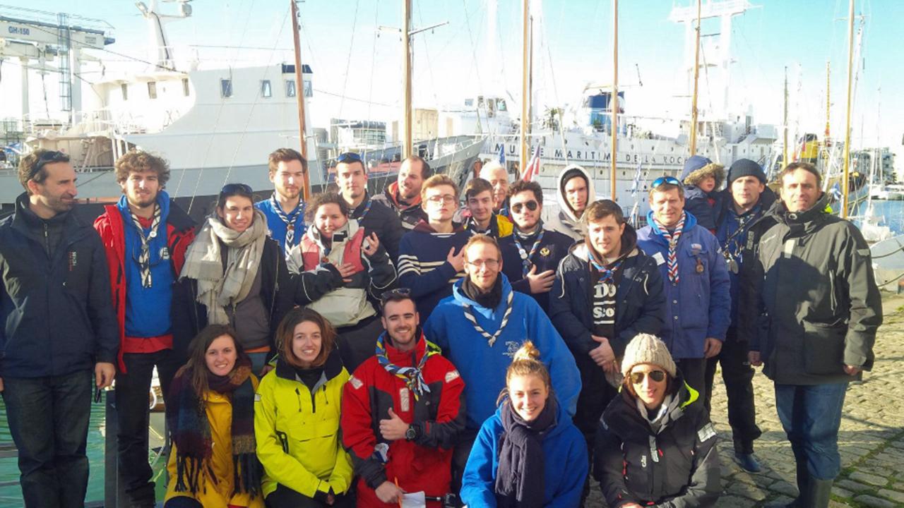 La délégation devant les yachts du YCC