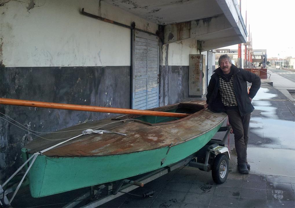 Moth Dervin avant restauration devant l'Encan à La Rochelle