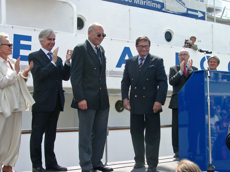 En 2005, Patrick reçoit la médaille du mérite maritime pour son action en faveur de la culture maritime (photo DR)