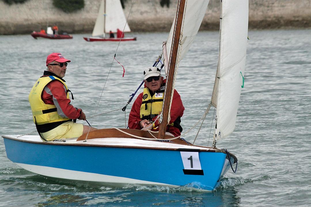 """Le Snipe """"La Petite Plaisance"""" en navigation dans le chenal de La Rochelle"""