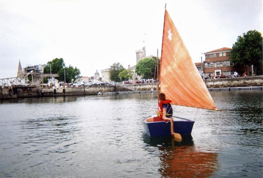 Le Farfadet Nelly sur un bassin du Vieux Port de La Rochelle