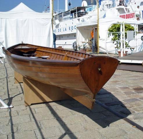 La Yole d'aviron sur le quai à La Rochelle