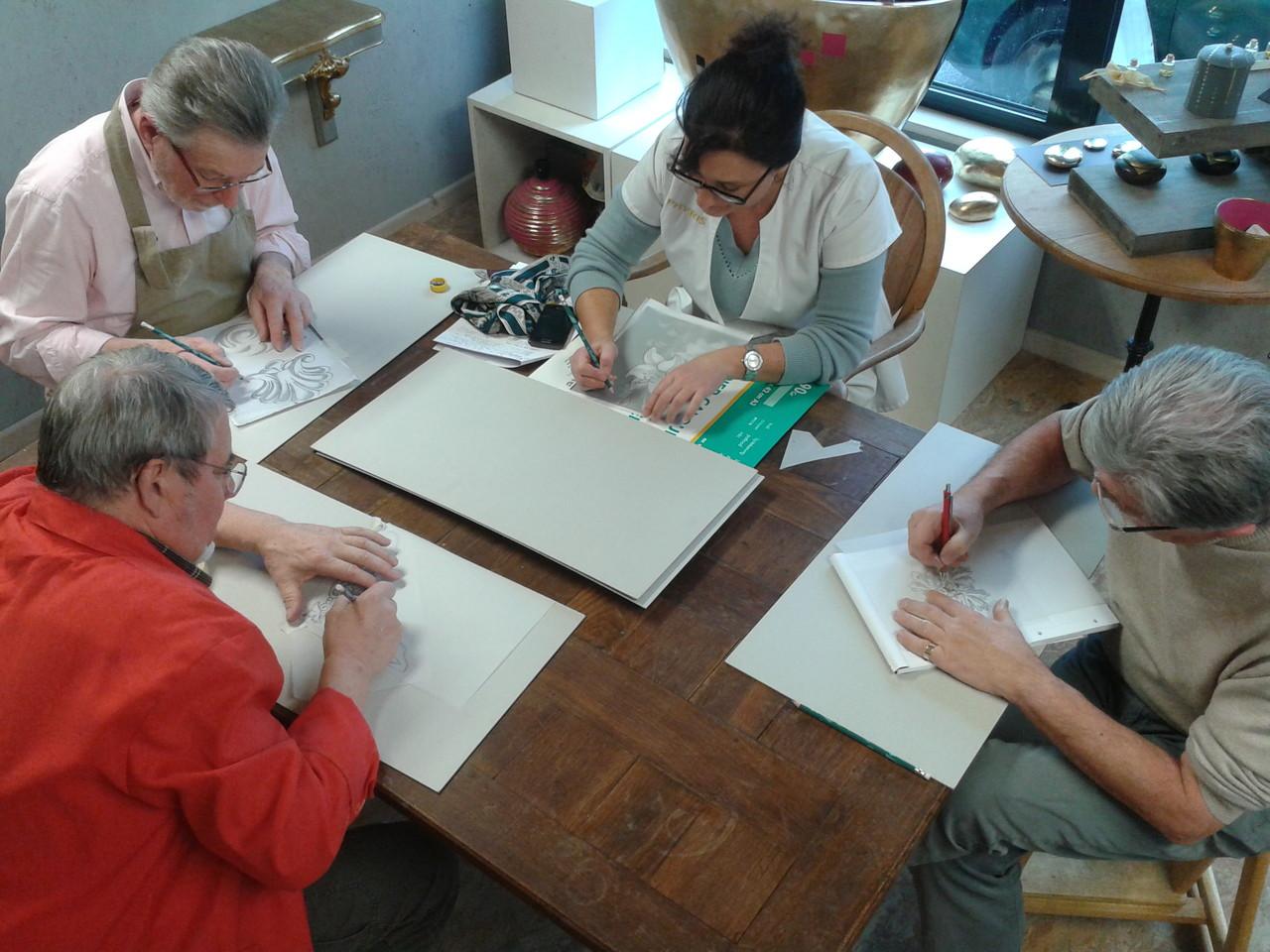 Préparation sur papier calque du motif pour le gravé