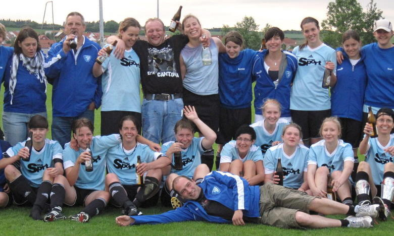 In der Saison 2010/11 schaffen die SVZ-Damen den sensationellen Aufstieg in die Bezirksoberliga