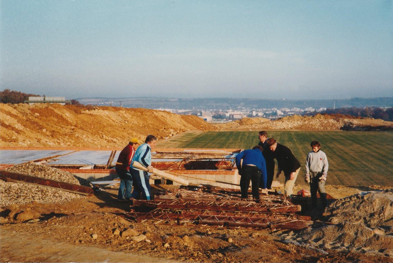 Am 17. September 1983 wurde der Grundstein für das bis heute bestehende Vereinsheim gelegt