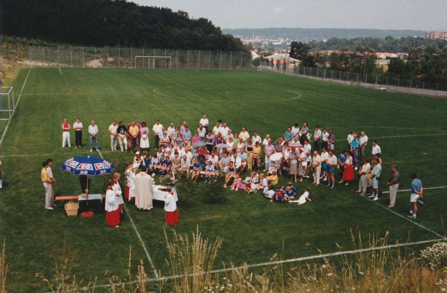 Im Jahr 1989 wird der Platz II der SpVgg Ziegetsdorf im Rahmen des Bürgerfestes feierlich eingeweiht
