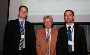 v.l.n.r.: Markus Wortmann (Sicheres Netz Hilft e.V.), Horst Cerny (Landesvorsitzender WEISSER RING - Hessen), Sebastian Schreiber (Fa. SySS GmbH)