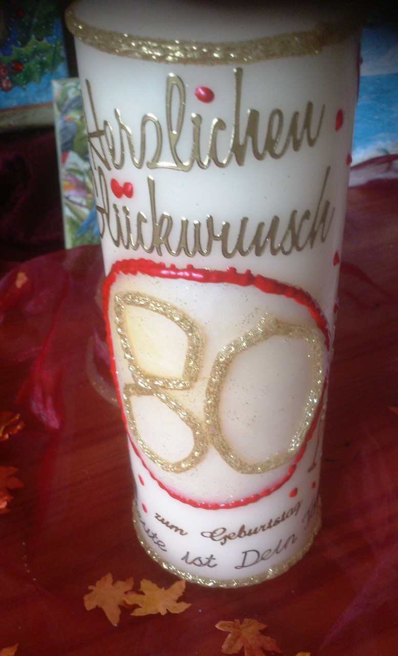 """2. """"80. Geburtstag"""" - Beispielkerze für einen runden Geburtstag. 20 cm cremefarbene Kerze mit Wachselementen nach Wunsch, Preis ab 8,50 €"""
