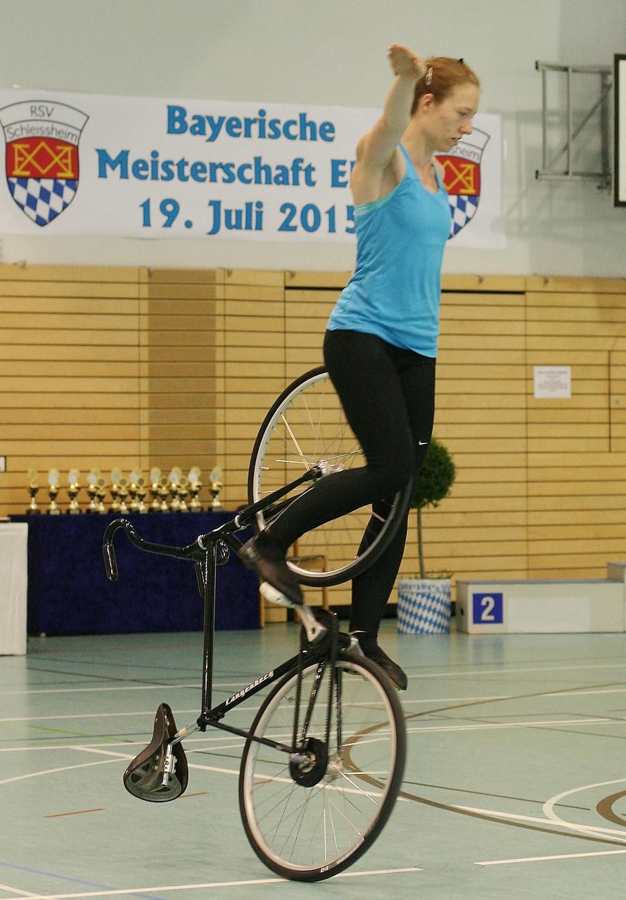 Bianca Zint zeigt Kehrstandsteiger