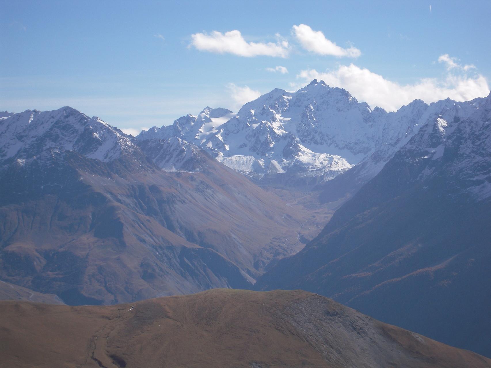 Le vallon de l'Alpe de Villar d'Arêne depuis le Plateau d'Emparis.