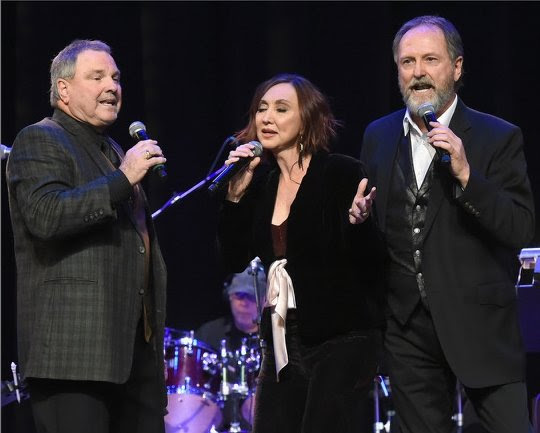 """Steve Gatlin, Pam Tillis, and Rudy Gatlin Perform """"Come On and Sing"""""""