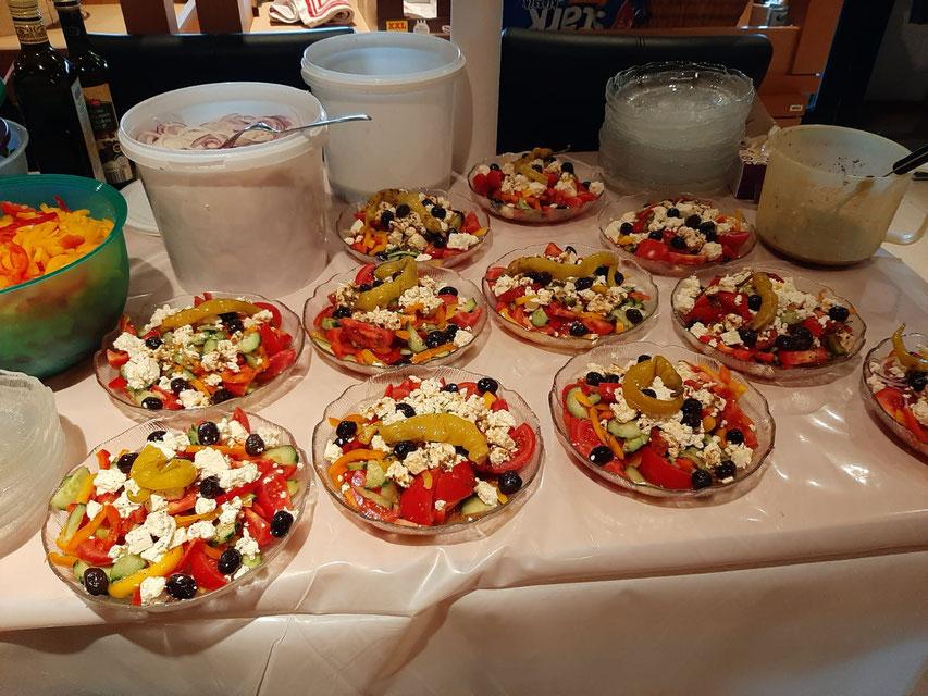 Zur Abwechslung mal keine 0815-Bratwurst mit Pommes, sondern frische Salate mit Paprika aus Beuren