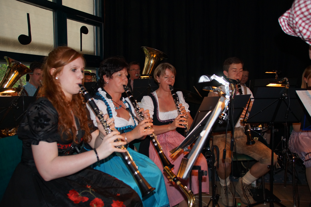 An den Klarinetten: Melanie Joos, Carmen Waibel, Gabi Kopp und Raphael Klemmer