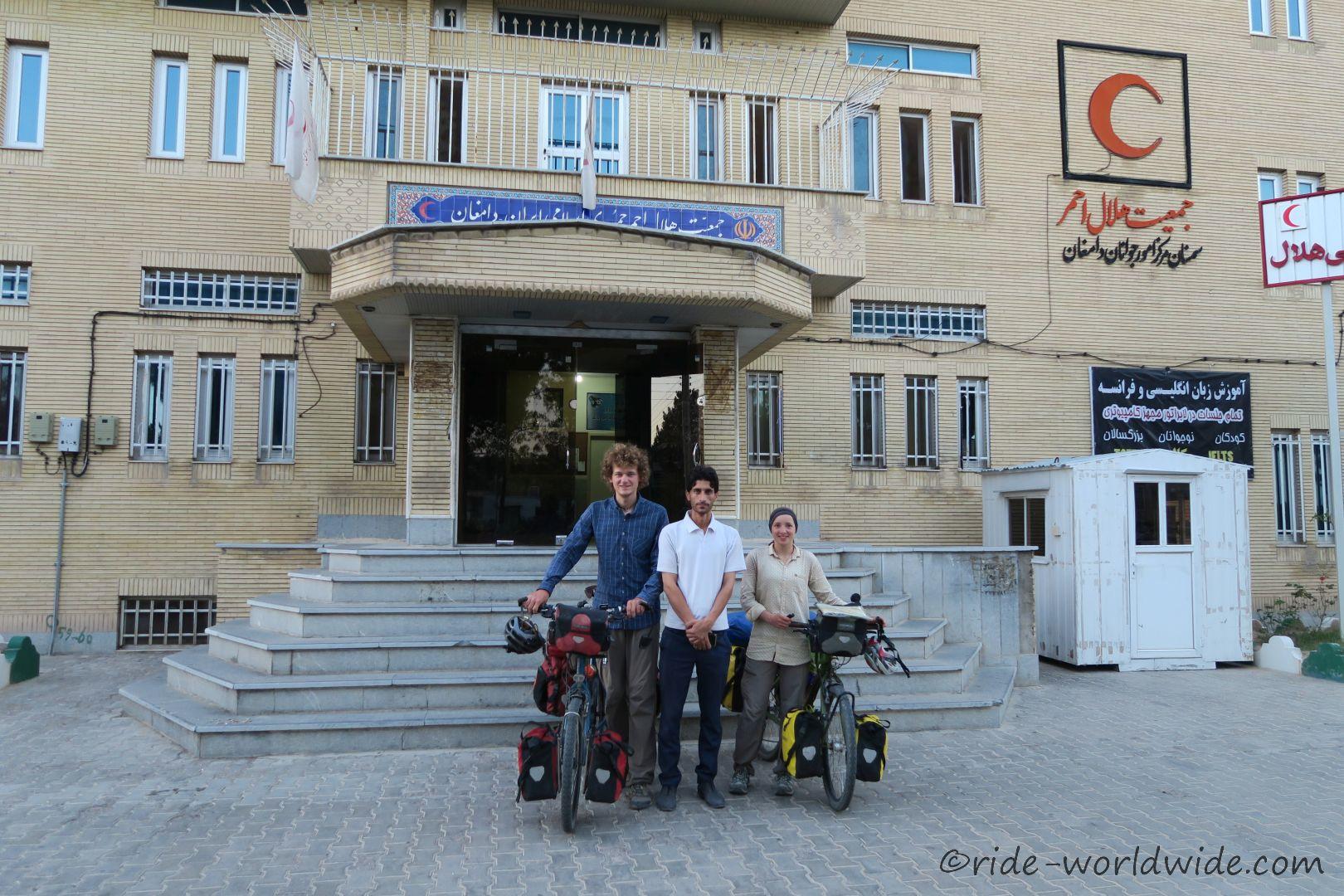 iranischer roter Halbmond in Damghan