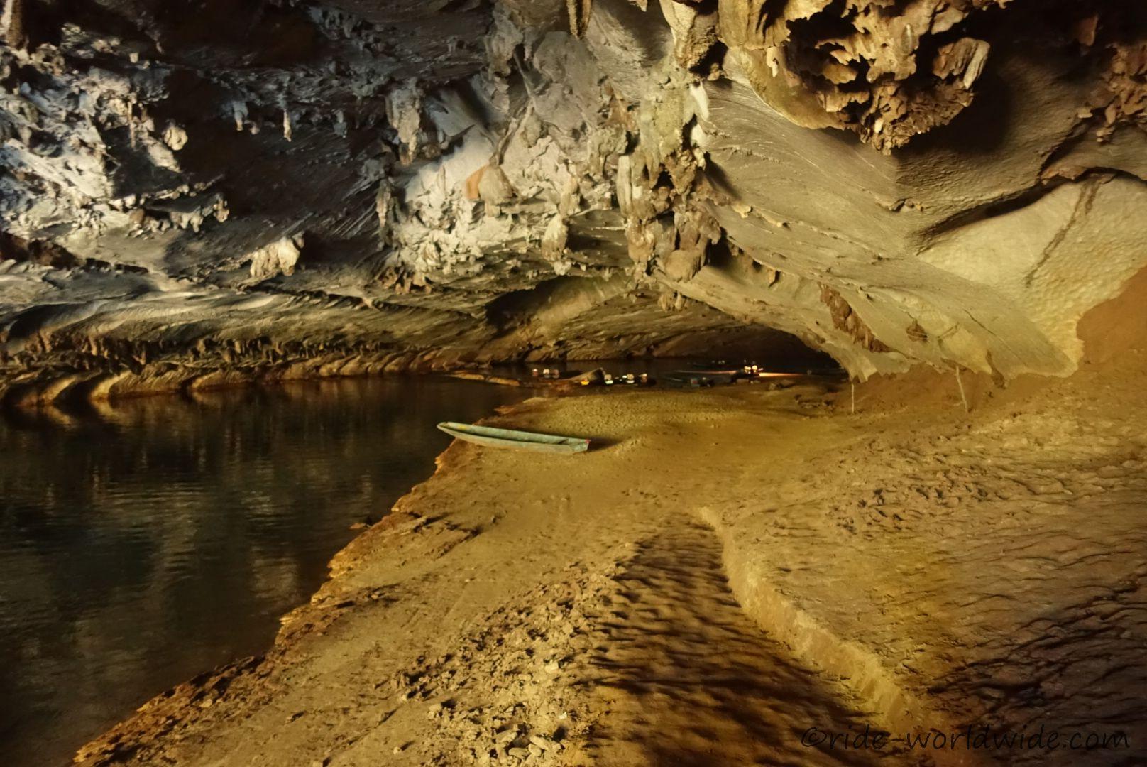 Eine Bootsfahrt  durch die Konglor Höhle