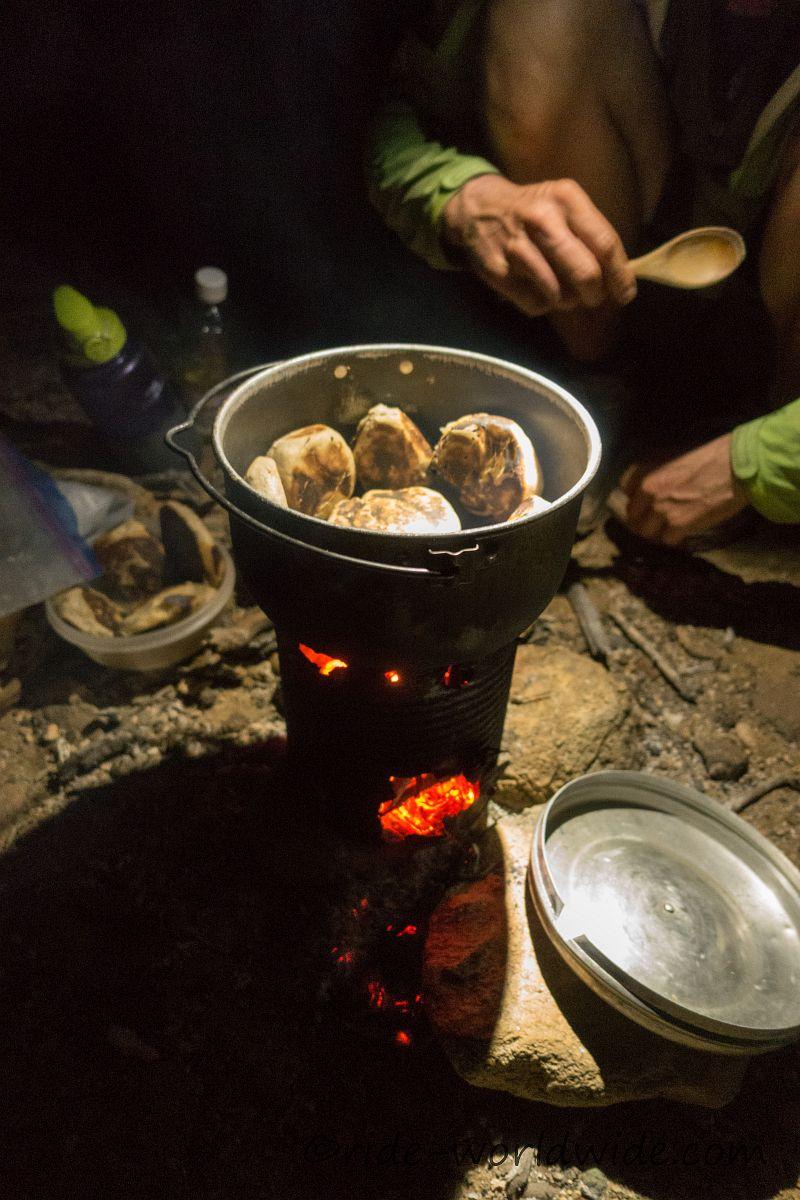 Brötchen backen auf einem selbstgebastelten Hobokocher