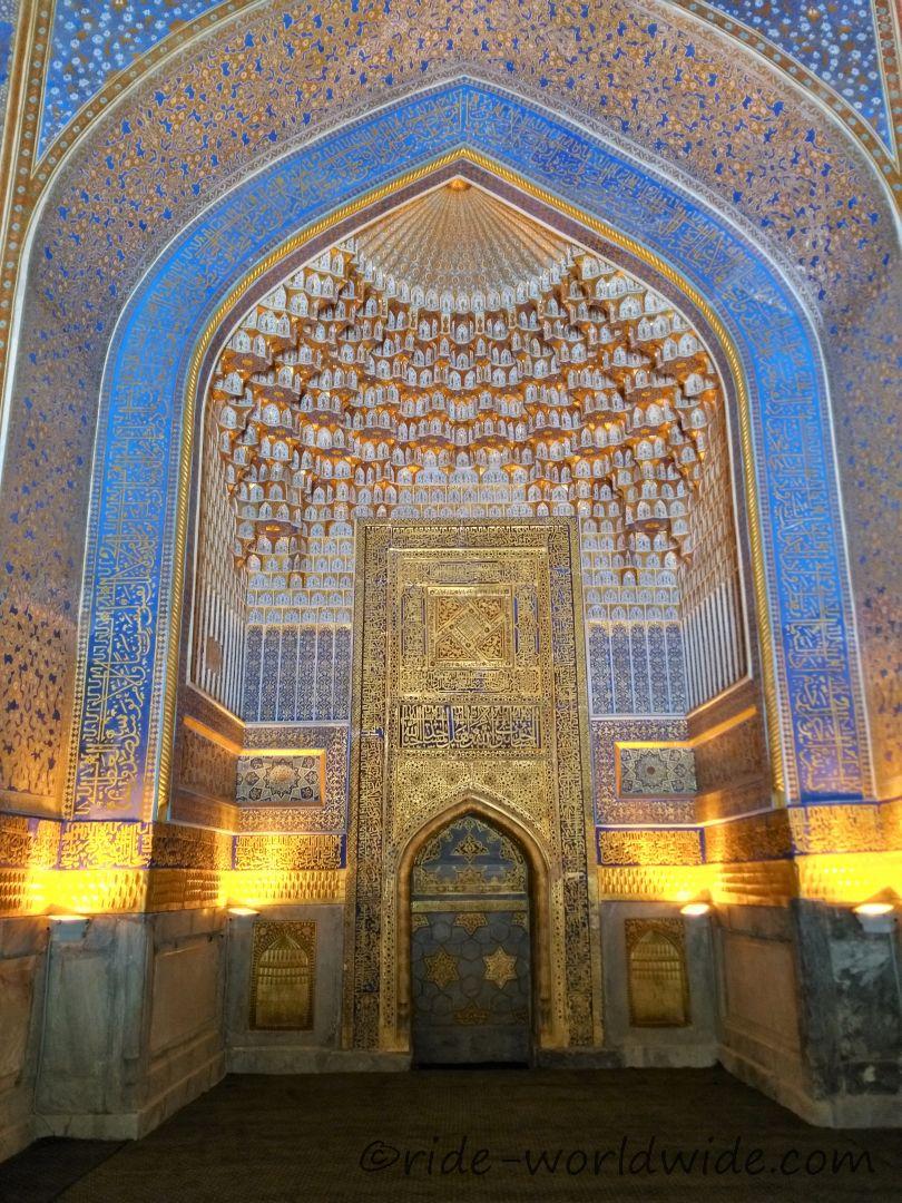 Tilla-Kari Mosque Samarkand. Alles Gold