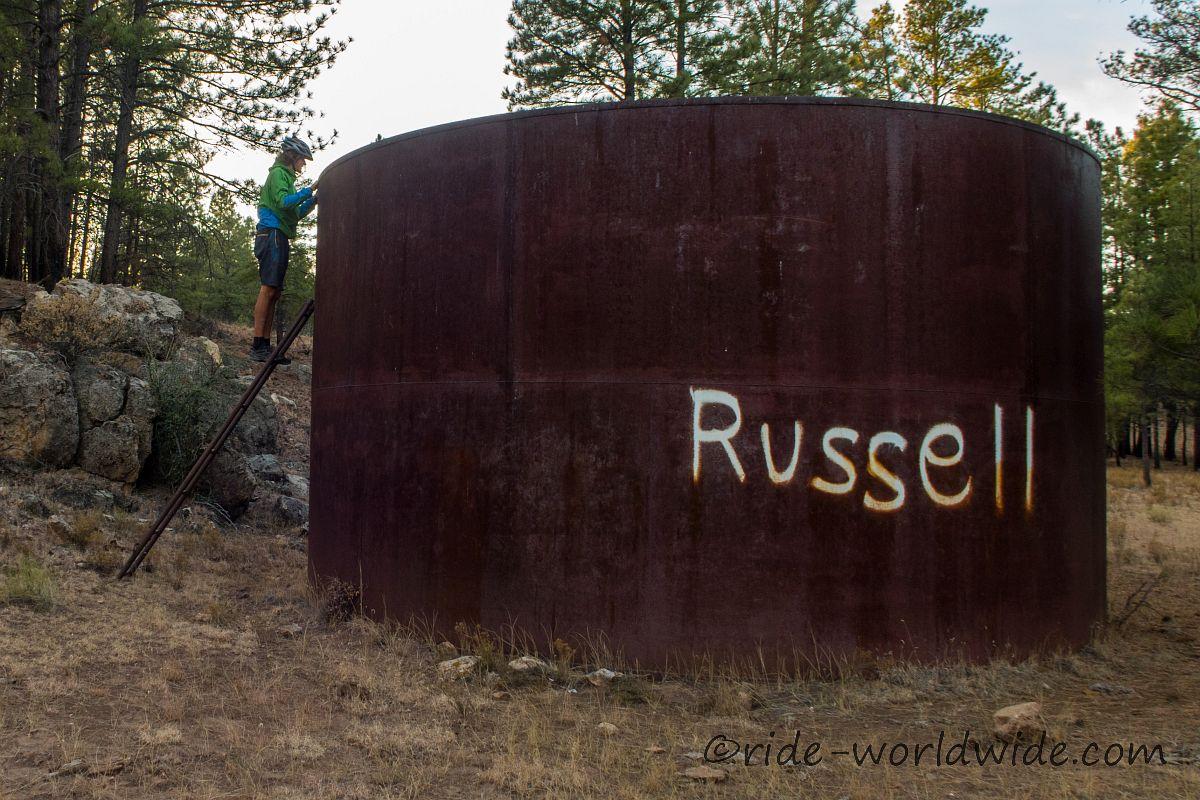 Alle Wassertanks entlang des Arizona Trail sind leer, wie hier der Russeltank