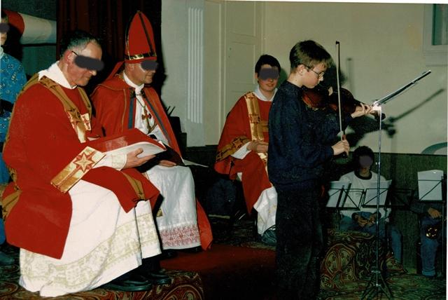 Null Bock auf Üben. Vier Jahre habe ich zu jedem feierlichen Anlass immer wieder das gleiche Lied gespielt, bis man ein Einsehen hatte und mich vom Geigenunterricht abmeldete.