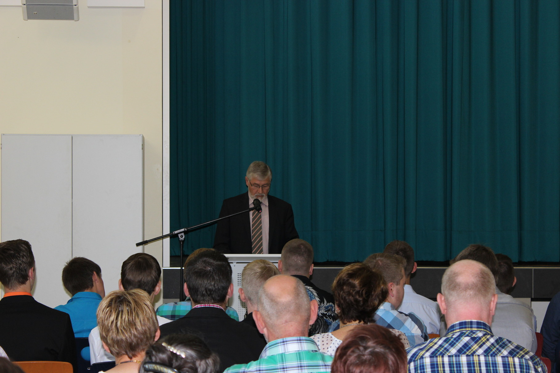 Samtgemeindebürgermeister Werner Gerdes überbringt Glückwünsche