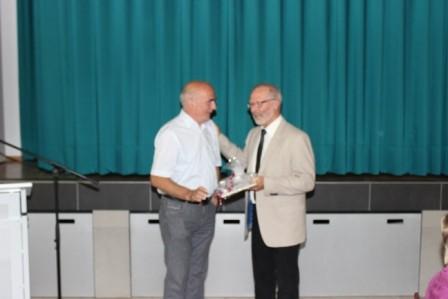 Der langjährige Weggefährte und ehemalige Schulleiter Bernd Gebkenjans erinnert an gemeinsame 26 Jahre.