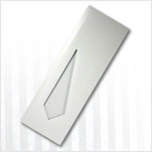Sobre papel para corbatas en blanco