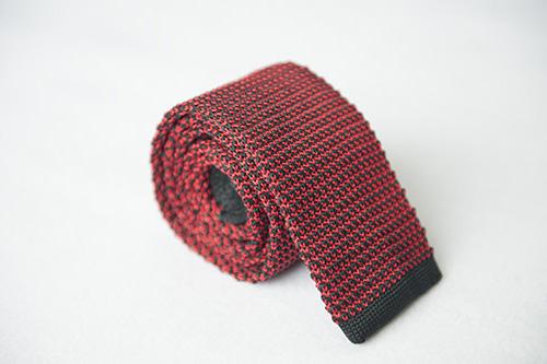 Corbata de punto roja negra en seda