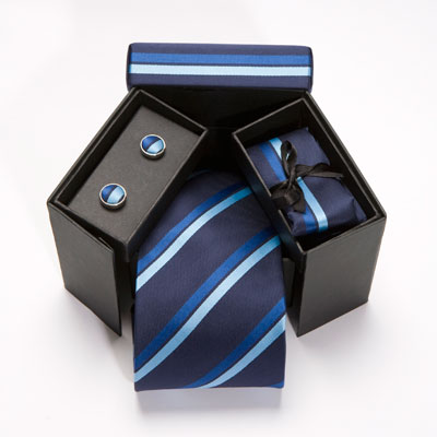 Estuche regalo, compuesto de una corbata a su gusto ,gemelos ,panuelo y estuches a conjunto