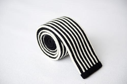 Corbata de punto listados blanco y negros en seda