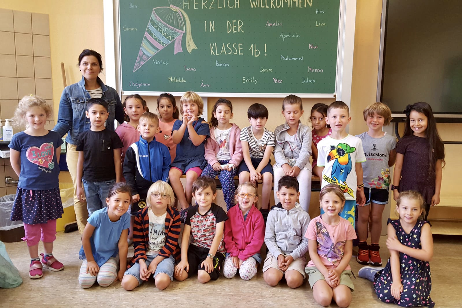 Klasse 1b mit Klassenlehrerin Frau Vasiliauskaite