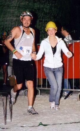Zieleinlauf mit Tochter Silvana beim Unter-Tage-Marathon.