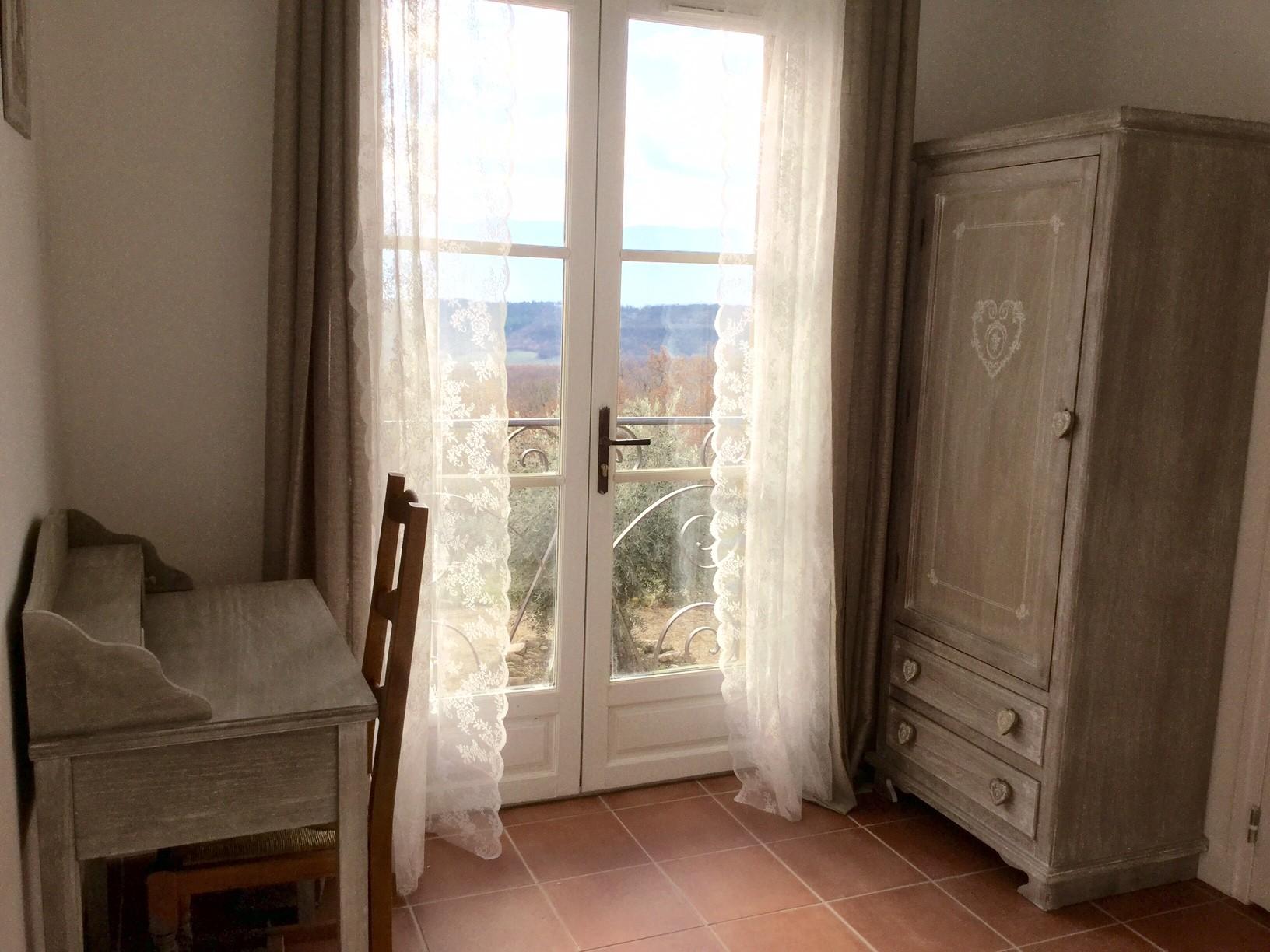 Vue sur le Luberon depuis la chambre